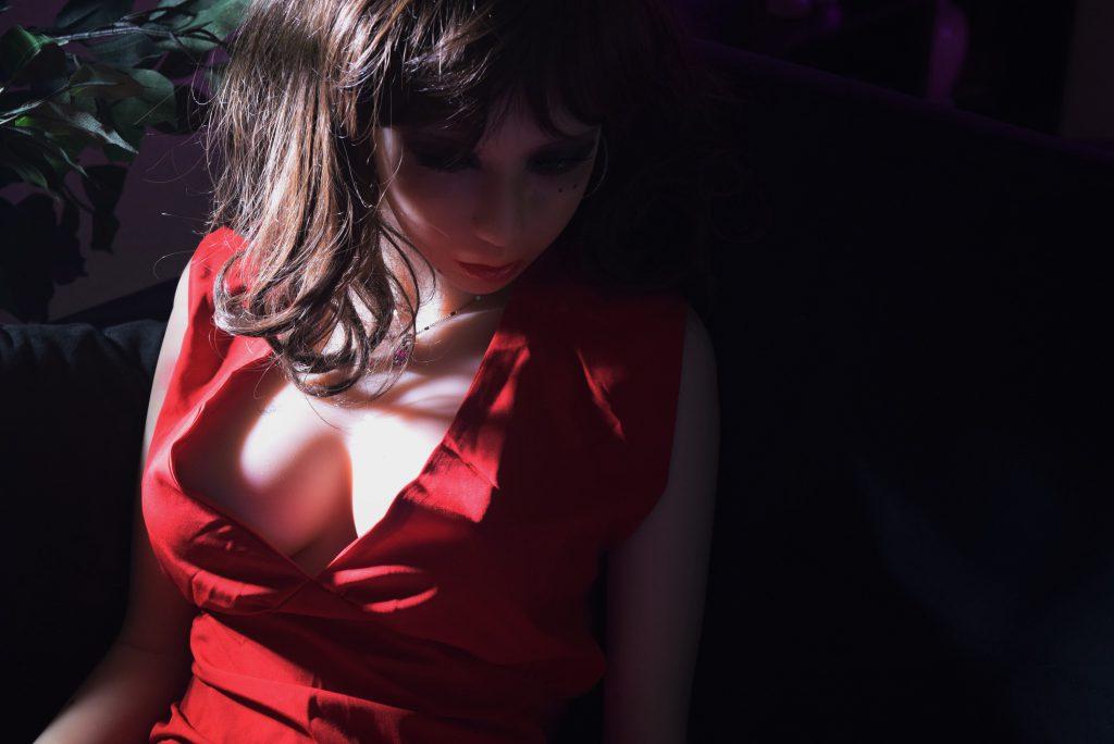 jeune femme sexy avec du gloss sur les lèvres