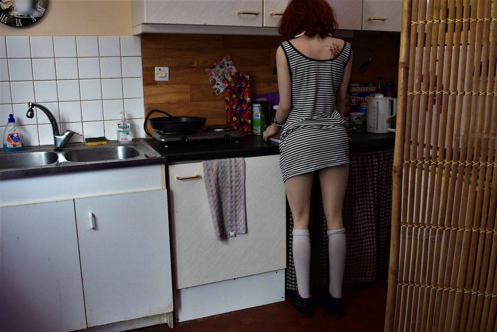 Erena prépare le petit déjeuner