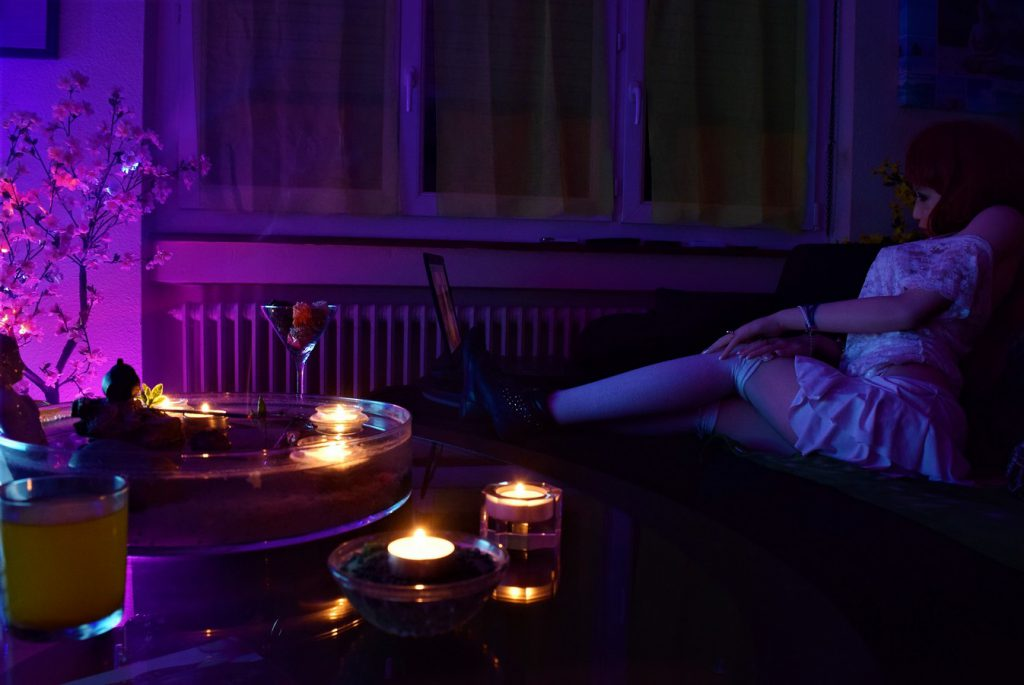 Erena dans une ambiance lounge