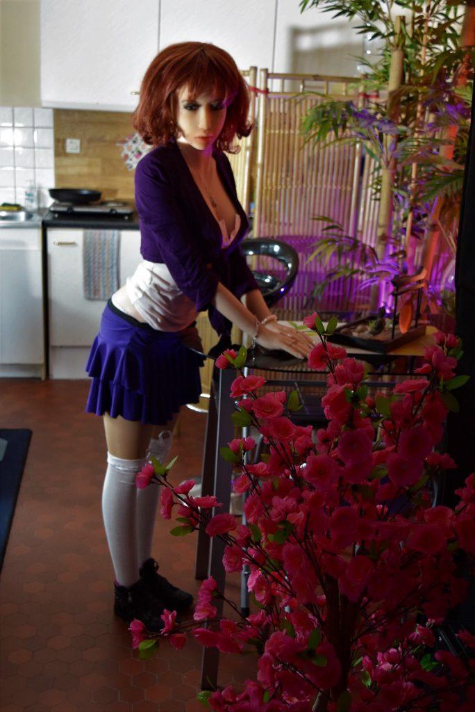 Erena debout en tenue kawaii violette