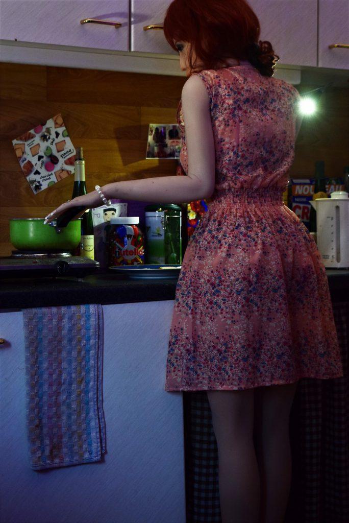 Erena fait la cuisine