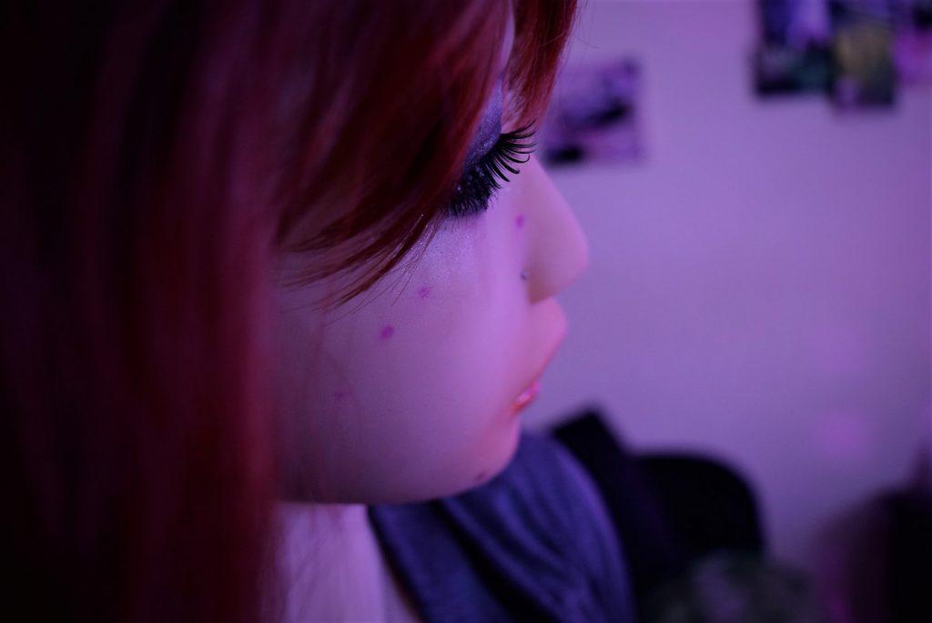 Merveilleuse Erena de profil