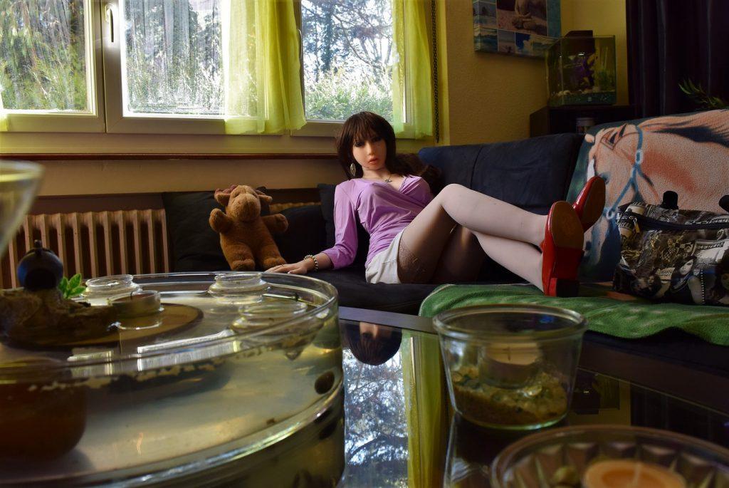 Erena sur le canapé