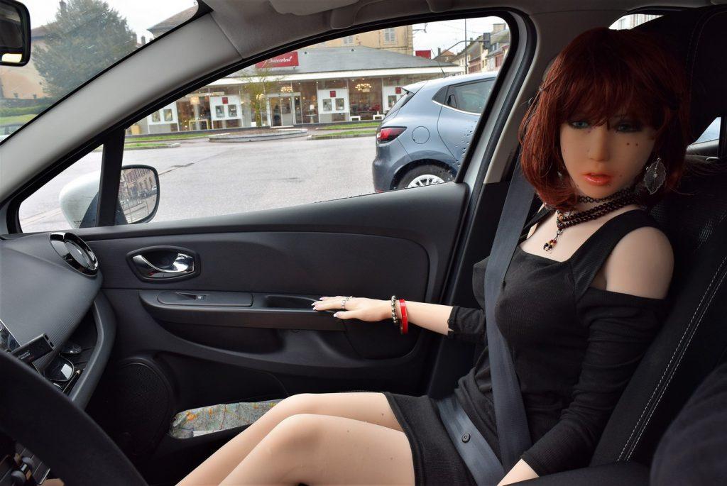 Erena au parking de la cité du cristal à Baccarat