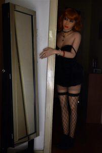 Erena Catwoman s'infiltre par infraction dans un appartement