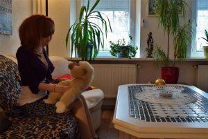 Erena s'est trouvée un ami le petit singe